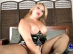 Slutty curvaceous tranny loves to play with big black dildo.