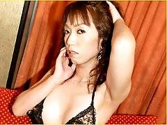 Osaka native, Yumi had SRS surgery 2 years ago when she was 25 year old. Now she lives as a straight married woman and has a full-time job as a nurse